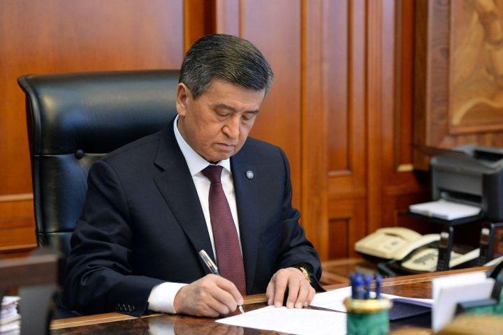 Садыр Жапаровду премьер-министрликке бекиткен токтом президентке жетти. Ал ага кол коер бекен?