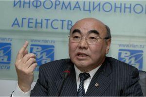 """Аскар АКАЕВ: """"Кыргызстанга диний экстремизмдин жайылып баратышы коркунучтуу жана келечексиз"""""""