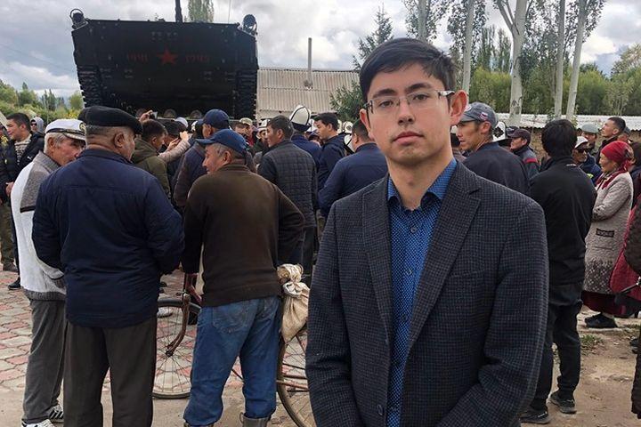 """Кадыр АТАМБАЕВ: """"Атамды өлтүрүүгө жол бербеген жансакчысы үчүн күрөштү улантабыз"""""""