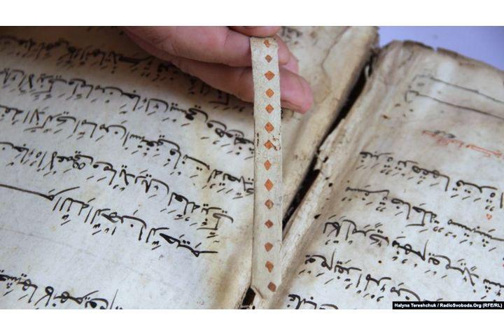 Куран китебин 150 миң долларга сатууга аракет кылган адам кармалды