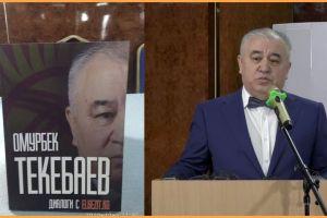 """Видео — Өмүрбек ТЕКЕБАЕВ: """"Жээнбеков Атамбаевдин планын таш каптырып, аны токтотту. Эки жылы аны менен күрөшүүгө кетти"""""""