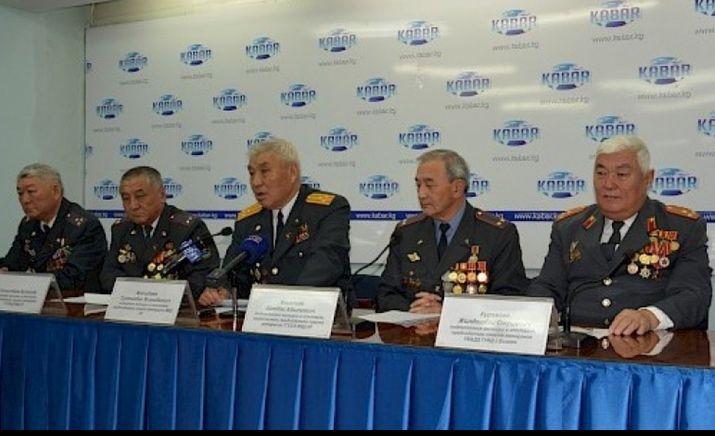 Атамбаевди колдоп президентке кат жөнөткөн милиция ардагерлерине ИИМ Ардагерлер кеңеши жооп кайтарды