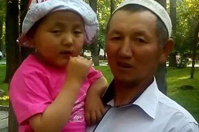"""Жалаң """"Ж"""" тамгасы менен кыргыз элин куттуктаган таластык жигит"""