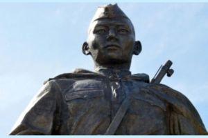Бишкекте Советтер Союзунун Баатыры Чолпонбай Түлөбердиевдин эстелиги ачылды