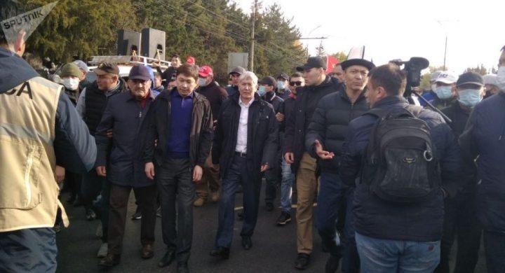 Атамбаев менен Бабанов биригип, Ала-Тоо аянтына аттанышты…