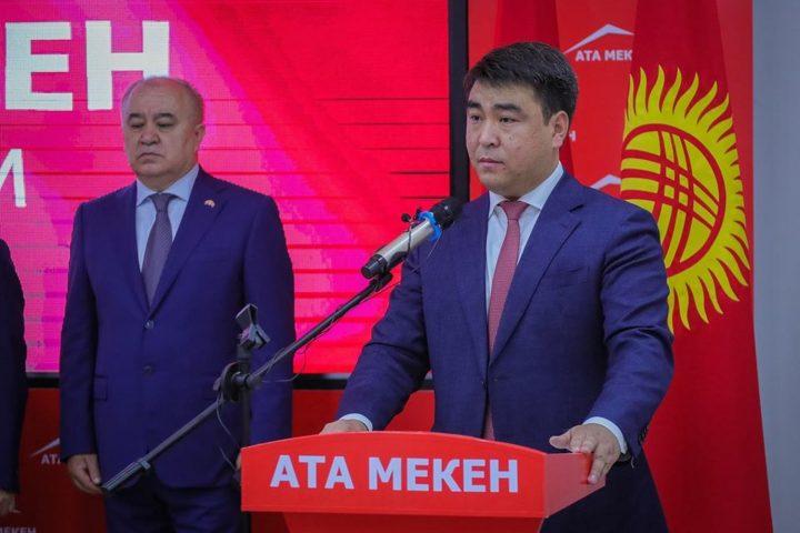 Жанар АКАЕВ: «Карайлап багыт издеп турганда, Өмүрбек Текебаев парламентке келди»