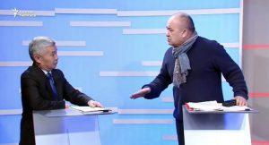 ВИДЕО — Өмүрбек Текебаев «Вы никто!» деген Бектур Зулпиев Жаңы Конституциянын авторубу?