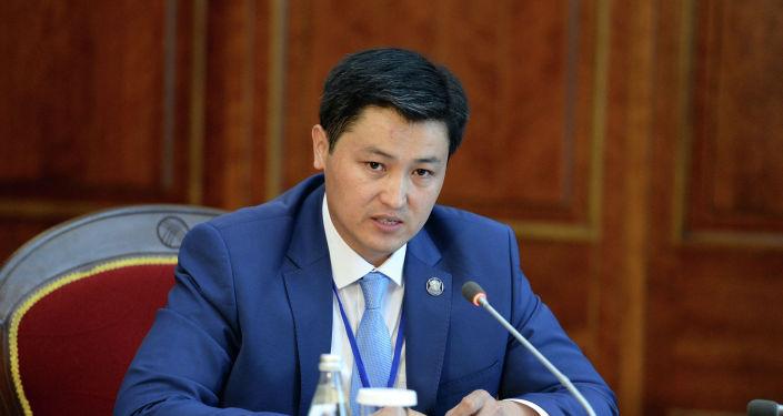 Кааласак, каалабасак да, Улукбек Марипов 36-премьер-министр болду. (Тизме)
