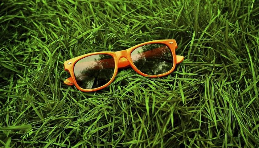 النظارات الشمسية تساهم في حماية أعيننا من الأشعة فوق البنفسجية
