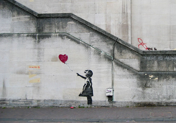 بانكسي Banksy الفنان الغامض الذي تتمزق لوحاته بمجرد بيعها