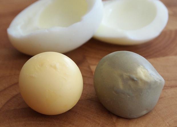 صفار البيض الأخضر Green egg yolk