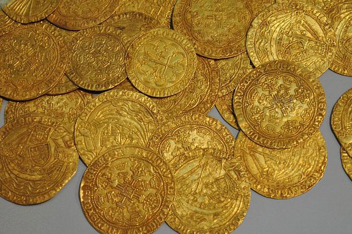 كيف اعرف الذهب في الأرض - ليرات ذهبية قديمة