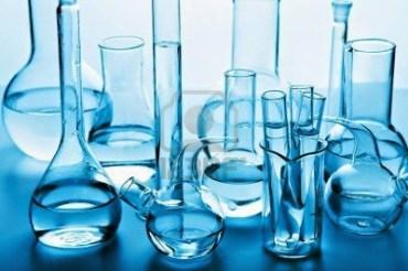 10022935-cristaleria-de-laboratorio-quimico