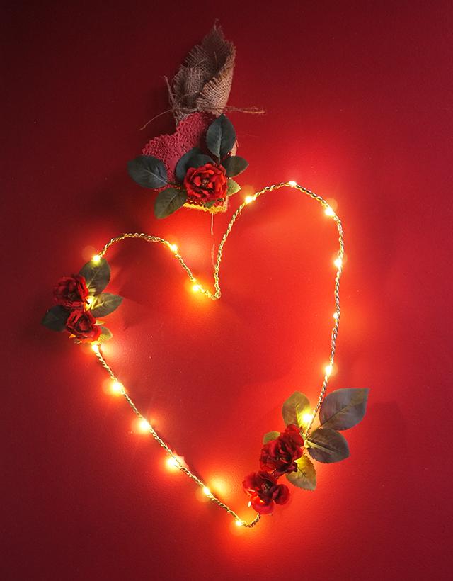 DIY illuminated heart wreath