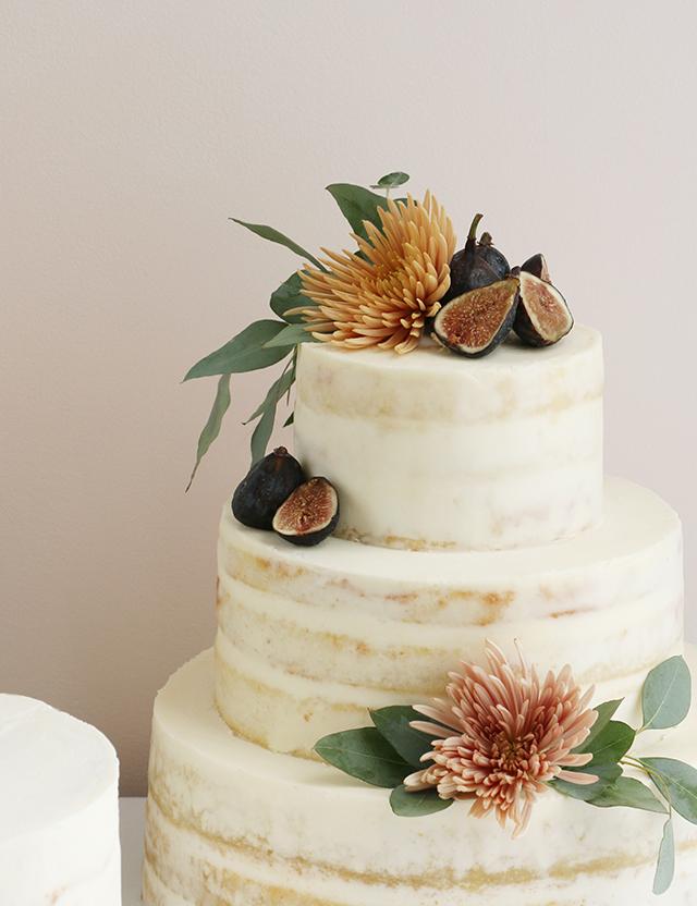 AlanaJonesMann Semi Naked Cakes