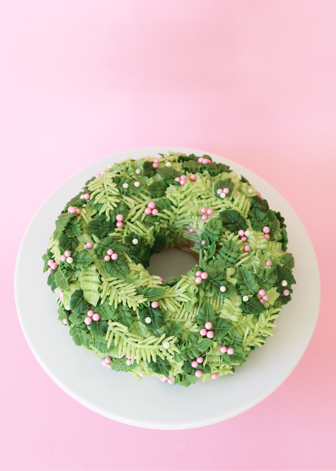 Holiday Wreath Cake 2