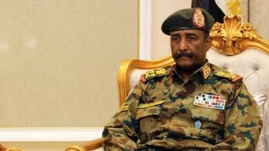 Photo of رئيس المجلس العسكري السوداني ينهي الجدل حول انسحاب قوات بلاده من اليمن