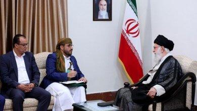 Photo of حمل إليه رسالة …وفد حوثي في طهران للقاء خامنئي