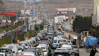 Photo of رويترز : طوابير لا ترى العين نهايتها.. أزمة وقود جديدة في اليمن