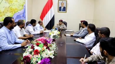 Photo of وزير الدفاع يناقش مع اللجنة الطبية أسباب تأخير علاج جرحى الجيش الوطني