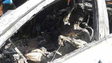 Photo of شاهد الفيديو ..إغتيال مواطن وإحراق جثته داخل سيارته في عدن