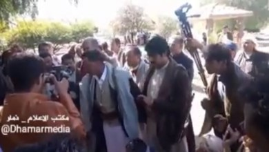 Photo of أحد مشائخ قبيلة الحداء يوجه تحذيراً شديد اللهجة للحوثي .. شاهد الفيديو