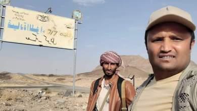 Photo of مراسلا قناتي الحدث واليمن يكذبان بالفيديو والصور إعلام الحوثي بشأن معسكر كوفل