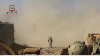 Photo of بالفيديو : مشاهد ميدانية من معركة الجيش ضد المليشيات في جبهة الملاجم بالبيضاء