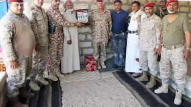 Photo of قيادة المنطقة العسكرية الثالثة تمنح درع الفداء لأسرة الشيخ الشليف