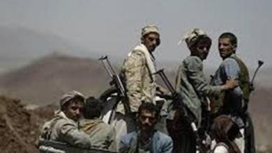 Photo of مليشيات الحوثي تعدم 3 شبان في البيضاء وترمي جثثهم في سائلة