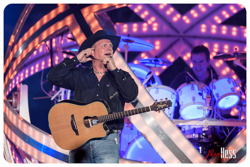 Garth_Brooks_San_Diego-10