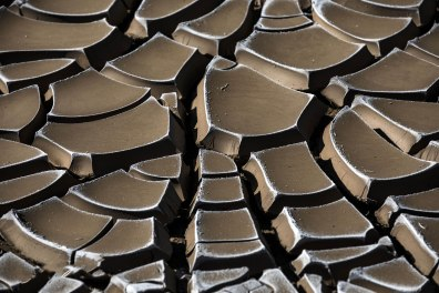 Cracked mud composition.