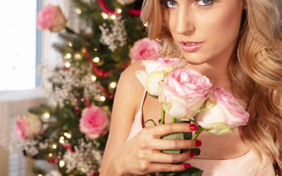 Kailey Wilson Posing With Roses