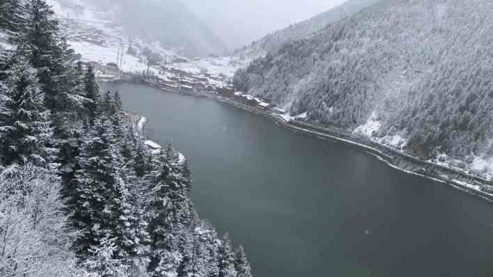 اوزنجول و الثلوج منظر من عالم اخر