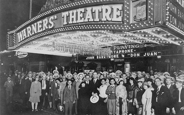 Le Warner Theatre dans les années 1920