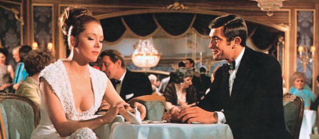 George Lazenby et Diana Rigg dans Au service secret de sa Majesté (1969)