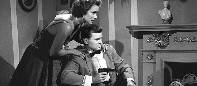 Barry Nelson et Linda Christian dans Casino Royale (1954)