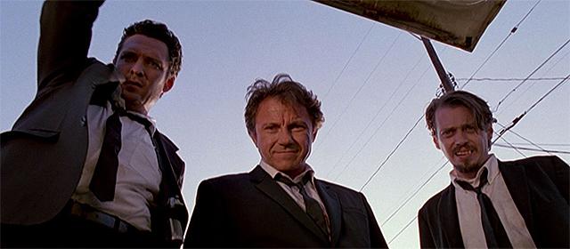 Michael Madsen, Harvey Keitel et Steve Buscemi dans Reservoir Dogs (1992)