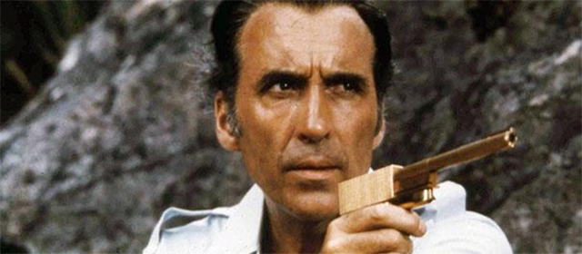 Christopher Lee dans L'homme au pistolet d'or (1974)