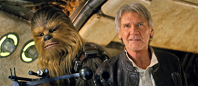 Peter Mayhew et Harrison Ford dans Star Wars Episode VII : Le Réveil de la Force (2015)