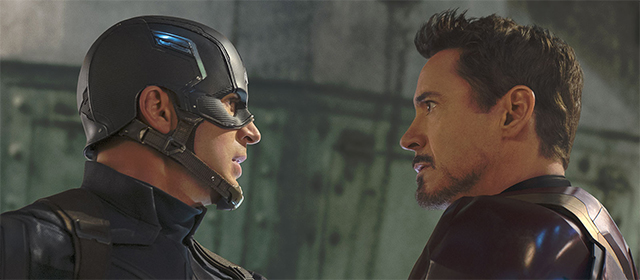 Chris Evans et Robert Downey Jr dans Captain America : Civil War (2016)