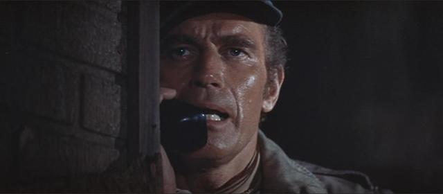 Charlton Heston dans Soleil Vert (1973)