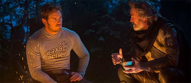 Chris Pratt et Kurt Russell dans Les Gardiens Galaxie Vol. 2 (2017)