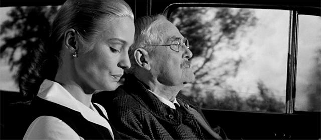Ingrid Thulin et Victor Sjöström dans Les Fraises Sauvages (1957)