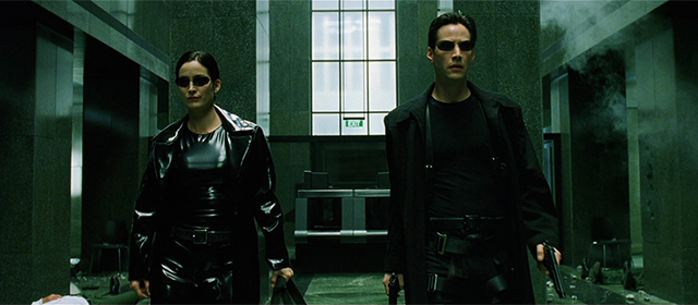 Carrie-Anne Moss et Keanu Reeves dans Matrix (1999)
