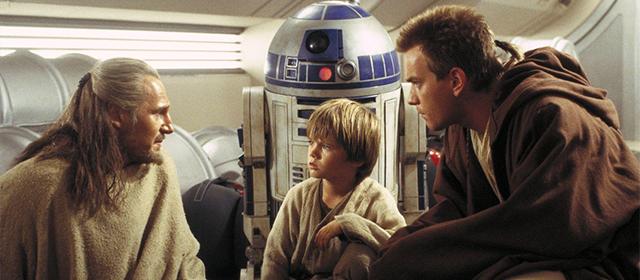 Liam Neeson, Jake Lloyd et Ewan McGregor dans Star Wars Episode I : La Menace Fantôme (1998)