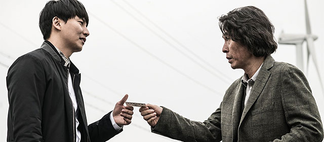 Kim Nam-gil et Sol Kyung-gu dans Memoir of a Murderer (2017)