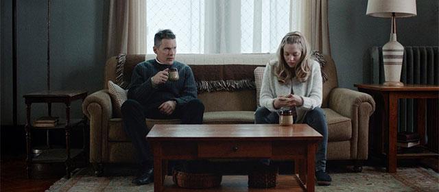 Ethan Hawke et Amanda Seyfried dans Sur le chemin de la rédemption (2018)