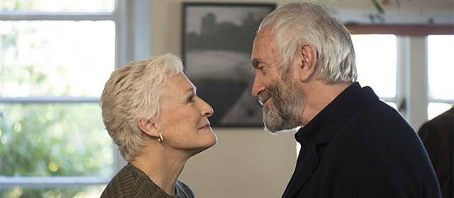 Glenn Close et Jonathan Pryce dans The Wife (2019)