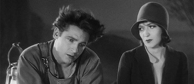Charles Farrell et Mary Duncan dans L'Intruse (1930)
